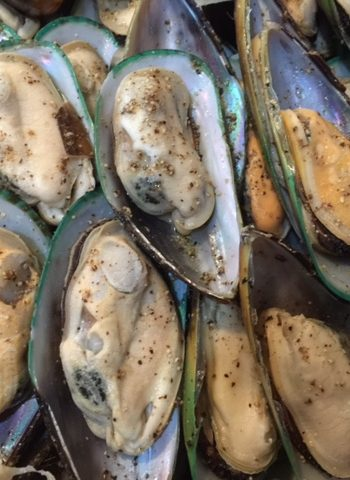Half Shell Mussels (1kg Approx 10-15pcs